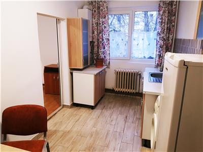 Apartament 3 cam trasf in 2 Podu Ros - fix in intersectie cu centrala